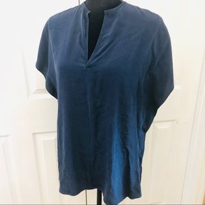 VINCE SHORT SLEEVE V NECK SILK TOP SIZE M